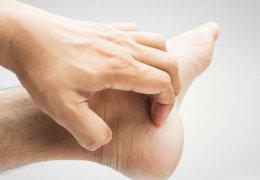 Почему сильно чешутся пятки и правила ухода за стопами ног