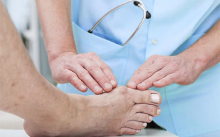 Как лечить вальгусную деформацию стопы у взрослых: обзор средств и безоперационных методов