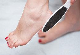 Обзор эффективных средств для удаления огрубевшей кожи на пятках
