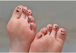 Как избавиться от натоптышей на пальцах ног с помощью домашних и аптечных средств