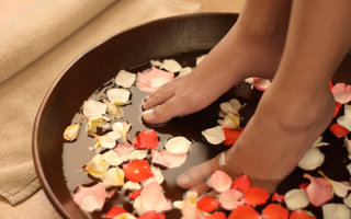 Домашние ванночки от запаха и потливости ног при гипергидрозе