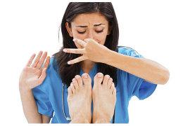 Почему воняют ноги и как избавится от неприятного запаха