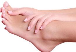 Как убрать запах ног и обуви в домашних условиях: обзор аптечных и народных средств