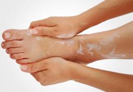 Мозоли между пальцами ног: правила лечения и удаления