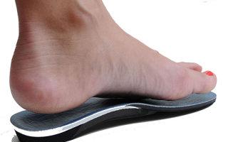 Ортопедические стельки и обувь при плосковальгусной стопе у детей: эффективность и правила выбора