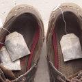 Как убрать запах с обуви с помощью чайных пакетиков