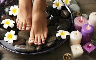 Как быстро и эффективно почистить пятки от огрубевшей кожи
