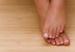Профилактика и лечение опрелости и неприятного запаха между пальцами ног