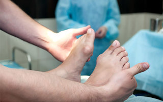 Особенности и преимущества лазерного удаления косточки на большом пальце ноги