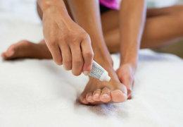 Обзор эффективных мазей для лечения дерматита на ногах