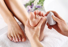 Пемза для красоты пяточек ног: советы по выбору и приминению