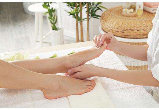 массаж большого пальца на ноге
