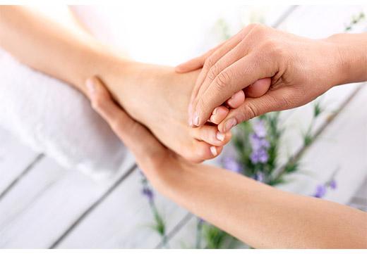 Массаж большого пальца ноги