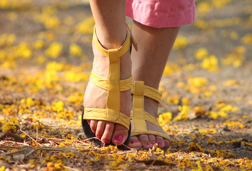 Ноги в босоножках