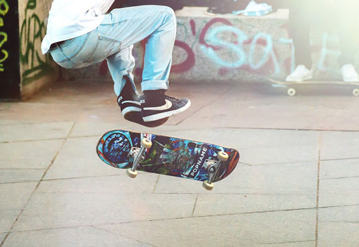 Подросток на скейте
