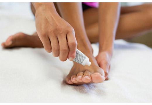 Увлажнение кожи ноги